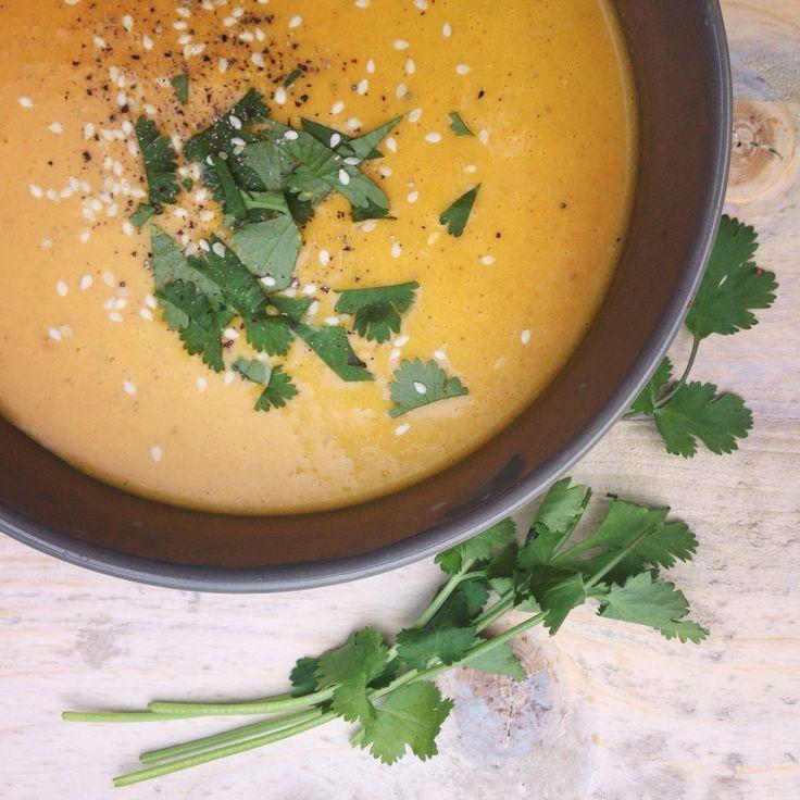 Thaise kokos gember wortelsoep, verwarmend detox soepje zonder suiker en andere rommel. Past in een detox kuur! Snel klaar, voedzaam, vegan en heel lekker
