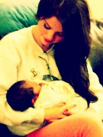 Selena Gomez is a Big Sister. Gracie Elliott Teefey!!!