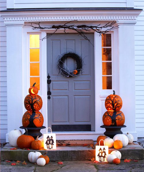 Take your door from boring to boo-ring with a scary grapevine wreath, pumpkin pillars and a pair of jack-o'-luminaries. Get the tutorials »