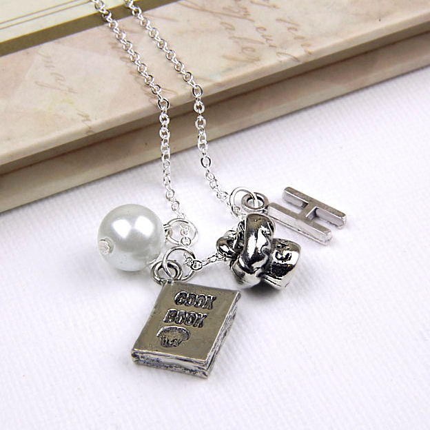 this is so freaking cute, would definitely love this necklace :-)