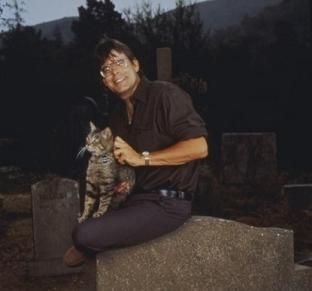 Stephen King and horror kitty, boo!