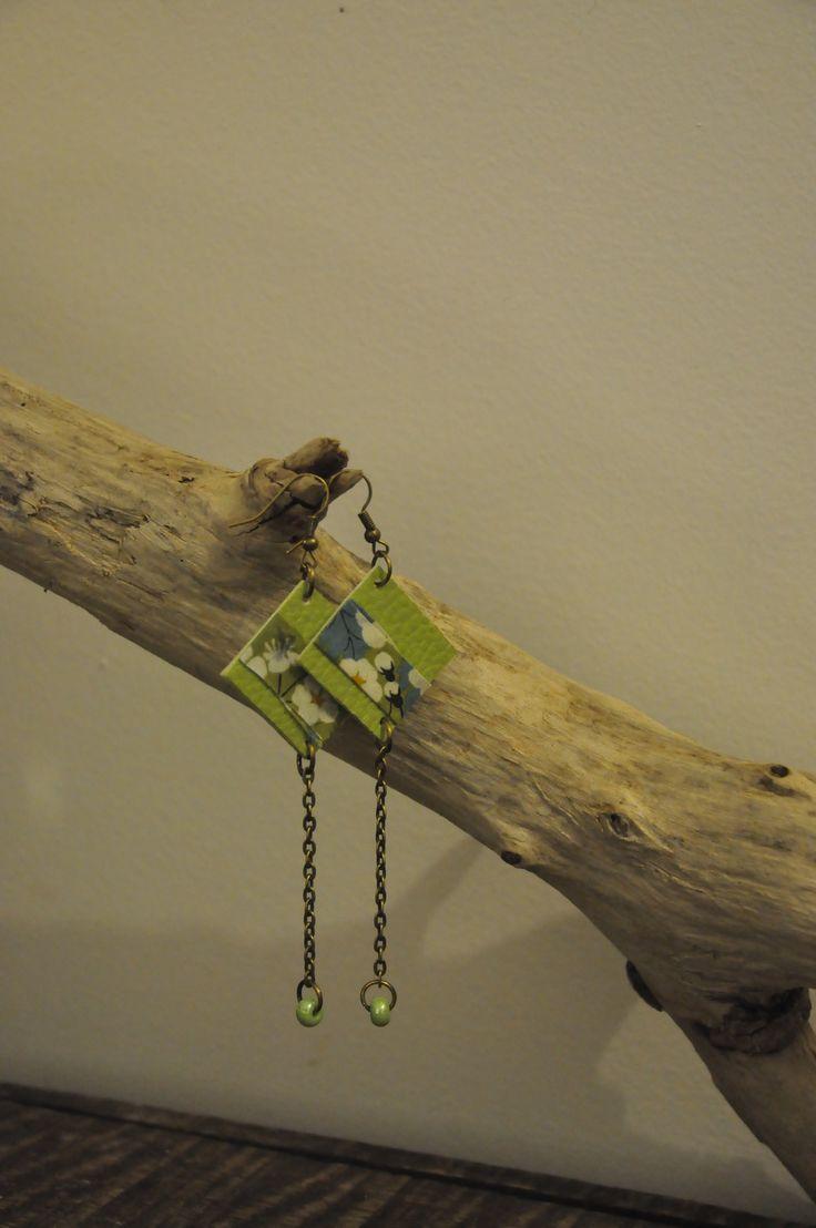 """Boucles d'Oreilles """"Printemps"""" simili cuir vert & liberty : Boucles d'oreille par breloques-et-pacotilles"""