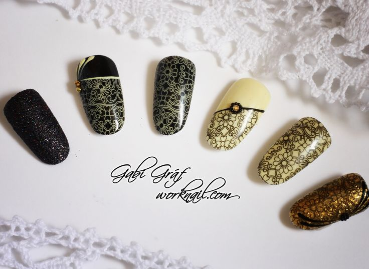 Women always need new and unique manicure, and flowers are always trendy and stunning.