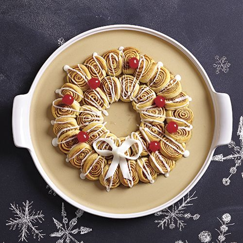 Mini Cinnamon Roll Wreath - The Pampered Chef® Find more holiday recipe tips at www.pamperedchef.biz/aimeewoodley > Inspiration