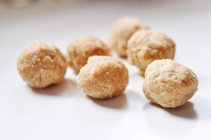 Migdałowe kulki mocy z masłem orzechowym | bez pieczenia / laktozy / glutenu / cukru |
