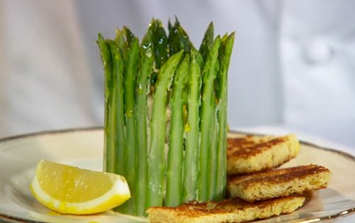 Paul+Ainsworth+crown+of+asparagus+with+Cornish+crab+and+rapeseed+mayonnaise+recipe