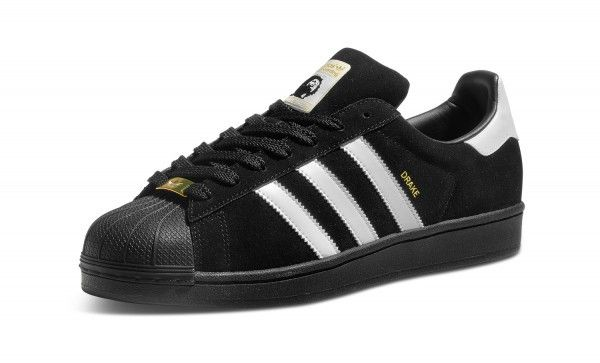 The Adidas Superstar RT shoes are a premium verison of the classic skate shoe that had people skating in Adidas from the beginning. This is Drake Joes signature colorway. Drake was an iconic skater th