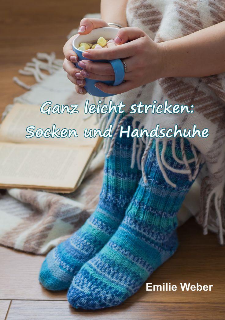 """Socken und Handschuhe gehören zu den beliebtesten Accessoires für Groß und Klein. Nichts ist schöner, als kuschelige Socken und warme Handschuhe zu tragen.  Viele Hobbystrickerinnen denken, dass Socken und Handschuhe schwierig zu arbeiten sind. Aber wer sich das Stricken mit unserem Strickkurs """"Ganz leicht stricken lernen"""" erst einmal angeeignet hat, findet hier einfache Anleitungen, um mit Fersen und Fingern entspannt umzugehen."""