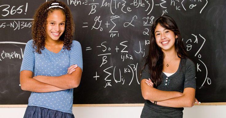 Como resolver equações lineares com frações e decimais. Para resolver equações lineares com números decimais ou frações, o primeiro passo é livrar-se dos decimais e das frações. Existem técnicas simples para fazer isso e elas podem ser usadas juntas caso existam decimais e frações na mesma equação. Quando as equações estiverem simplificadas, crie um gráfico representando todas as equações -- todas elas ...