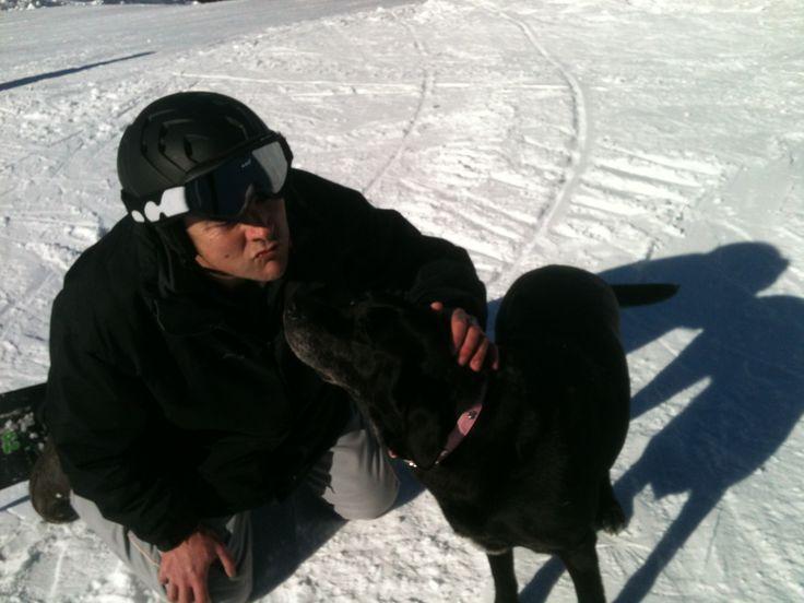 2 labrador neri in pista at Cimone.
