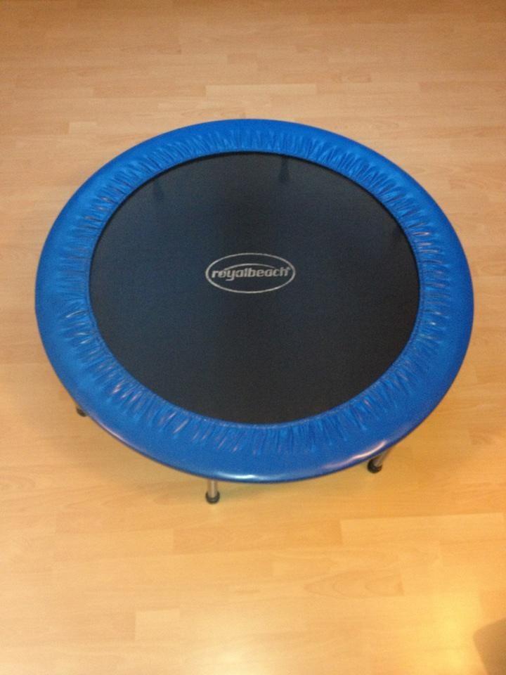 trampolin 120 cm durchmesser schwarz blau gut erhalten sport pinterest schwarz blau. Black Bedroom Furniture Sets. Home Design Ideas