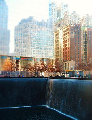 15. Fridfull tystnad vid Ground Zero.