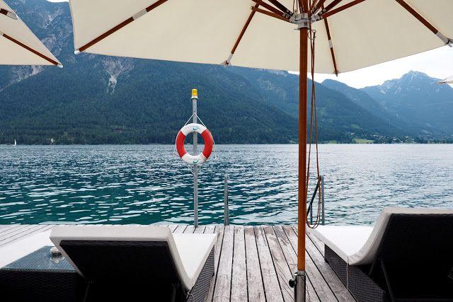 Entspannen und genießen in Pertisau am Achensee - Strandlounge mit Infinity-Pool und Strandbar im Strandhotel Entner - © Fee ist mein Name