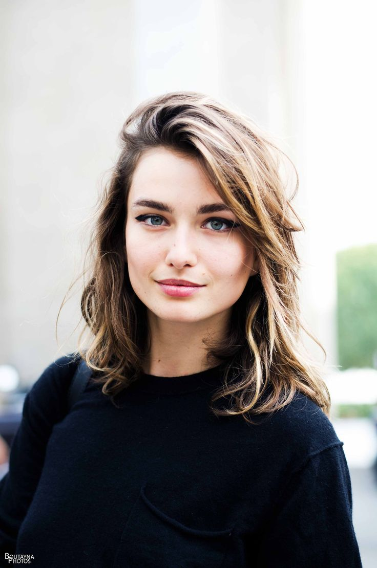 Andreea Diaconu // side-parted hair & winged eyeliner #beauty #model #boldbrows