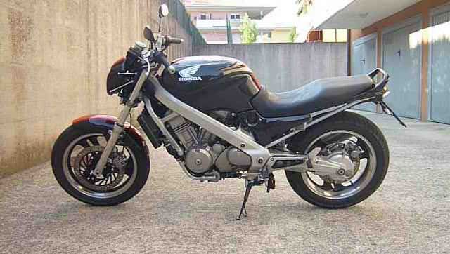 Ritorno in sella ! HONDA NTV 650 REVERE alias HONDA F 650 CS - Presentazioni e lavori sulle nostre moto