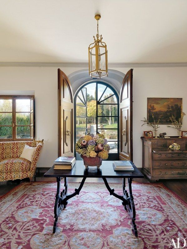 For the entrance hall, Ilaria Ferragamo, who designed the interiors, chose antiques such as a 17th-century table and an Aubusson rug | archdigest.com