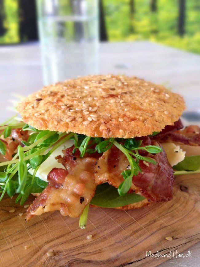 Burgerbolle med ost og bacon