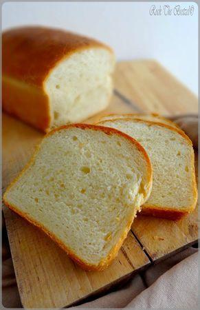 yez-moi, elle est parfaite. Jusqu'à maintenant, j'avais tenté plusieurs recettes de pain de mie, mais aucune ne m'avait réellement satisfait...