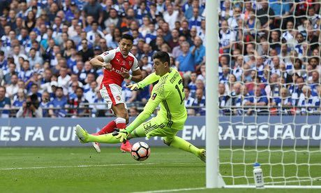 Arsène Wenger's decision to move to a three-man defence and field Danny Welbeck in a free-running forward role paid dividends as Antonio Conte's Chelsea failed to react to Alexis Sánchez's early goal