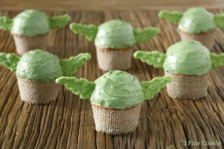 Super easy and cute Star Wars Yoda cupcakes.