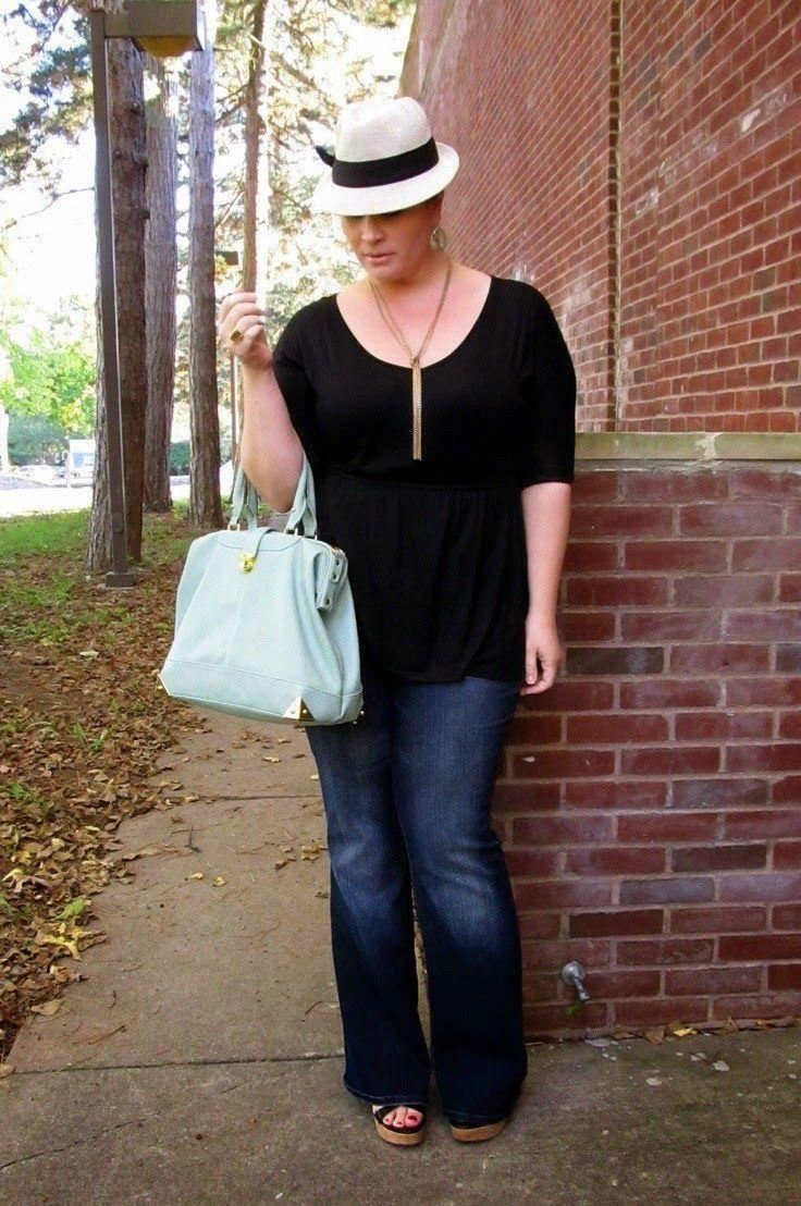 Με σεβασμό στις ανάγκες των γυναικών με καμπύλες, σας προτείνουμε ιδέες για να το καθημερινό σας ντύσιμο.