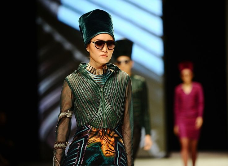 http://www.zimbio.com/pictures/XekggnDd7rY/Indonesia+Fashion+Week+2014/8j8KMlhaIMw