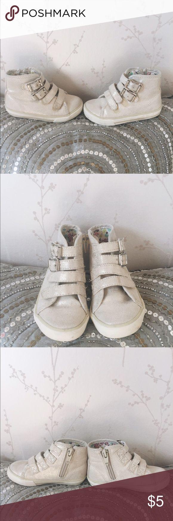 Girls Moto cream shimmer high tops! Girls Moto cream shimmer high tops! In good condition! Cherokee brand size 6! 🎀 Cherokee Shoes Sneakers