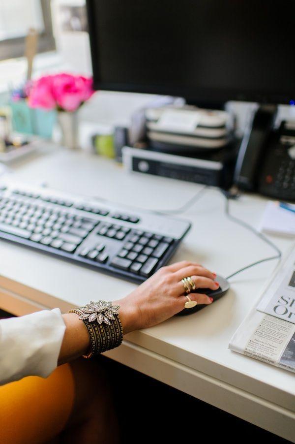 Günaydın! Haftanın üçüncü iş gününde masamızın başına geçip maillerimizi okumaya başladık bile :) Keyifli günler ;) #goodmorning #gunaydin #morning #markafoni #office #stylish #style #design #designer #bestoftheday #work #summer #accessories #accessoriesoftheday
