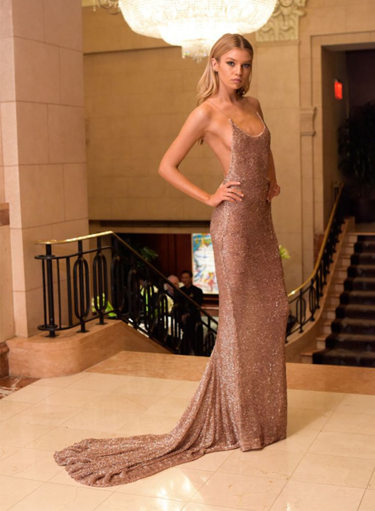 Stella Maxwell Vogue cover star and ex-girlfriend of Miley Cyrus, Stella Maxwell, slipped into a rose gold body-skimming gown with barely-there straps and a sweeping train. Stella and Taylor gave us serious BFF envy with some of their Insta posts pre-event, which showed the two of them twinning in backless gowns in their hotel rooms.  #TopshopStyle