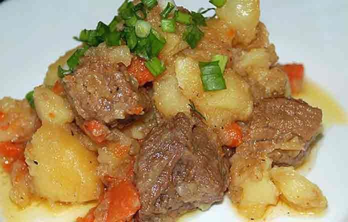 Жаркое со свининой и картошкой в мультиварке | Готовим рецепты