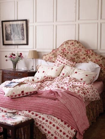 romantic bedroom ideas - heart bedlinen
