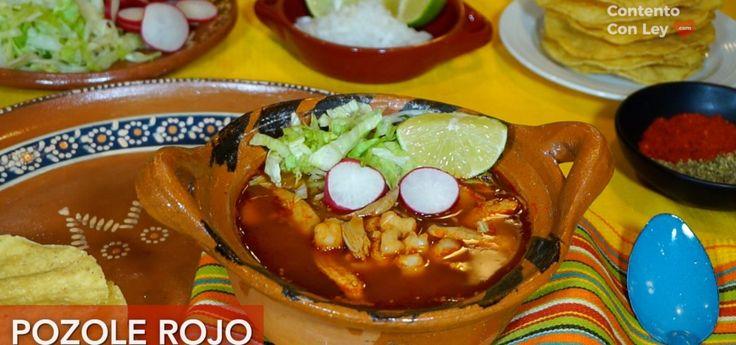 Receta de Pozole Rojo de Pollo  El pozole es un platillo tradicional mexicano desde la época prehispánica. Se puede preparar rojo, verde o blanco de acuerdo a la región del país, todos delic…