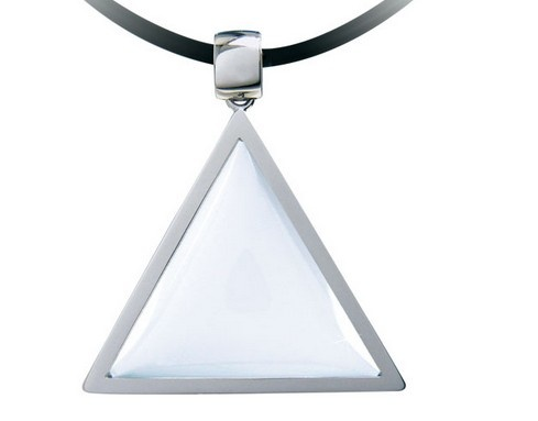 The energy-enhancing Tri Angle Pendant replicates this exact triangular precision in the attempt to recreate and harness the natural energy of the Himalayan Crystal to its full potential. A highly specialised 'lens cut' could help optimise or restore the body's energy equilibrium
