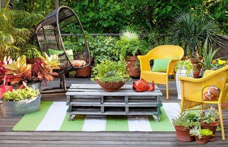 fauteuil-suspendu-jardin-rotin-table-basse-palettes-bois