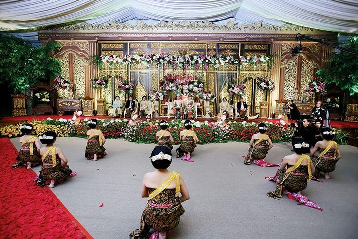Keagungan Keraton Solo ala Ajeng & Jodi di The Dharmawangsa, Jakarta - Jodi & Ajeng - Weddingku.com