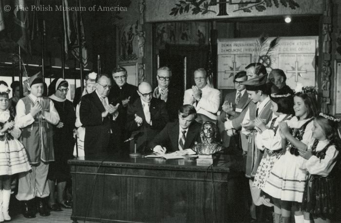 The rise of Casimir Pulaski Day Former Illinois Gov. Dan Walker signs the Pulaski Day bill September 9, 1973 at the Polish Museum of America in Chicago. First a commemorative holiday, Pulaski Day became an official public holiday in 1985. (Photo courtesy Polish Museum of America)