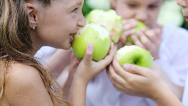 10 Health Benefits of Eating Apples