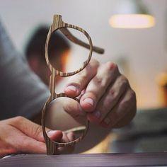 Palens wood sunglasses, handmade in Barcelona. Gafas de madera hechas a mano.
