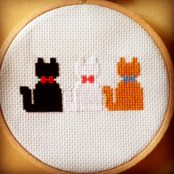 Disneys Aristocat kittens have been simplified to this super cute cross stitch hoop! Show your love for this adorable film with this little