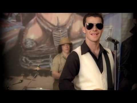 Stereophonics - Step On My Old Size Nines - YouTube
