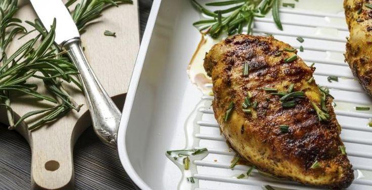 BBQ : Sriracha, miel et orange...Mariner vos poitrines de poulet à la perfection - Recettes - Ma Fourchette