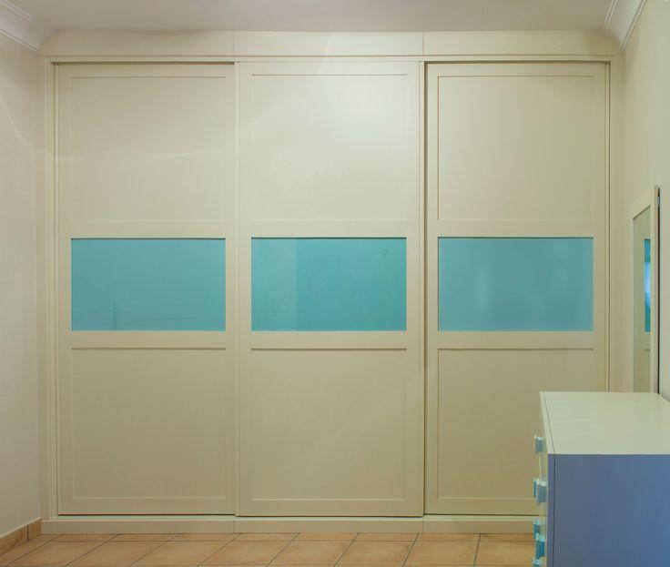 armario empotrado a medida sin obra de albailera puertas correderas color blanco roto