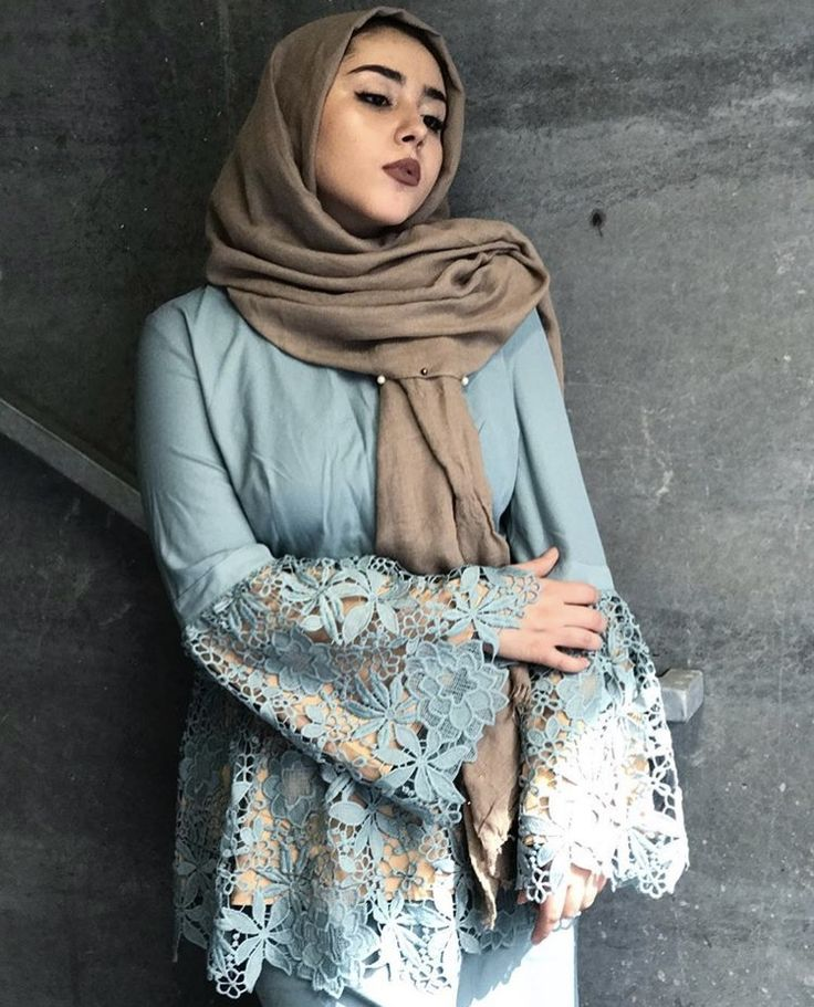 Loving the lace and design of this abaya
