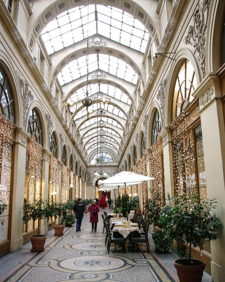 The gorgeous light of Galerie Vivienne Paris