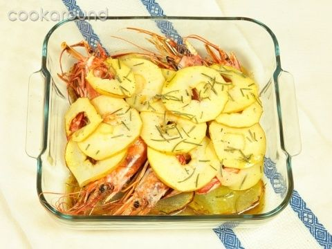 Gamberoni al forno con patate e mele: Ricette di Cookaround | Cookaround