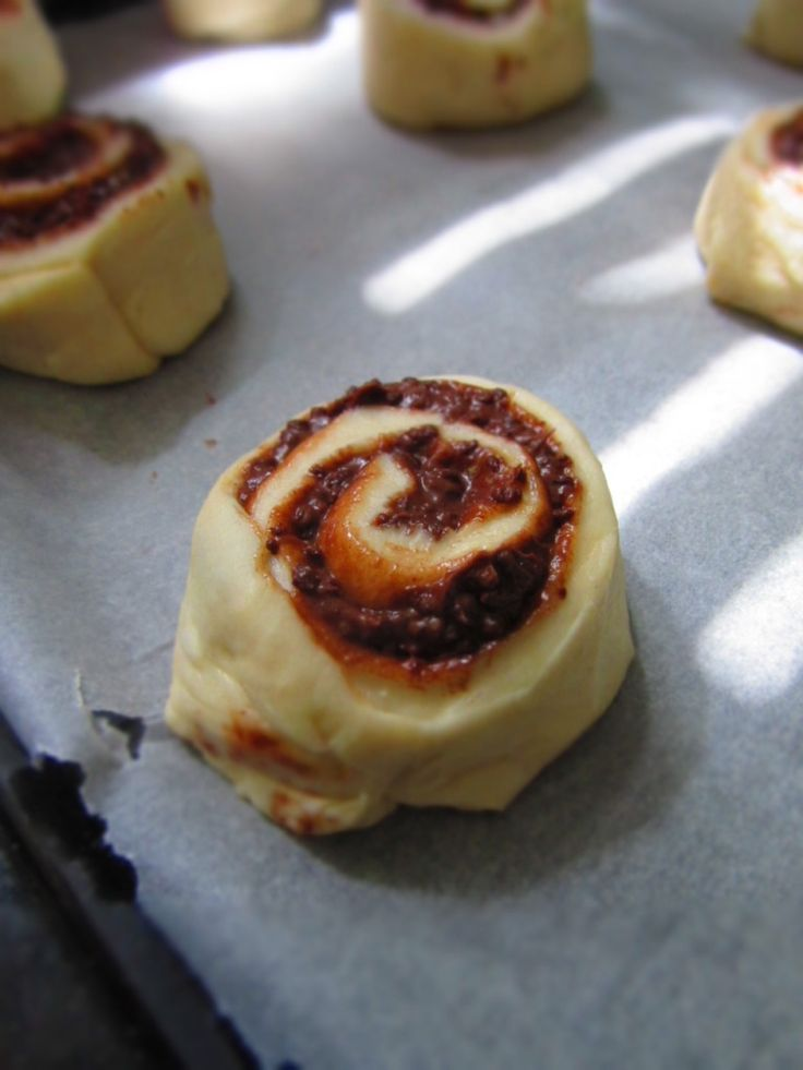 Cakes, Cookies and more: Himbeeri's Ovomaltine Crunchy Cream Schnecken