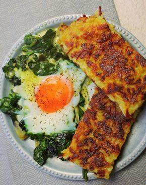 A házi röszti az egyik legjobb reggeli a Földön. Főleg, ha sütőben sült, bébispenótos tojással tálaljuk. Következik a Zé-féle serpenyős röszti, ami a sütőben készül igazán ropogósra. A rösztihez:1 kg C típusú krumpli1 ek liszt1 tojás1 gerezd fokhagymaKevés frissen reszelt…