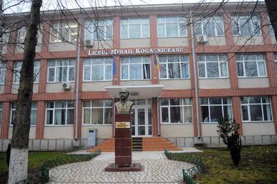 Profesorii Liceului Teoretic din M. Kogălniceanu și-au exprimat, în mod democratic, opțiunile pentru funcția de director, in prezența inspectorului școlar general, prof. dr. Răducu Popescu și a inspectorilor școlari de sector.