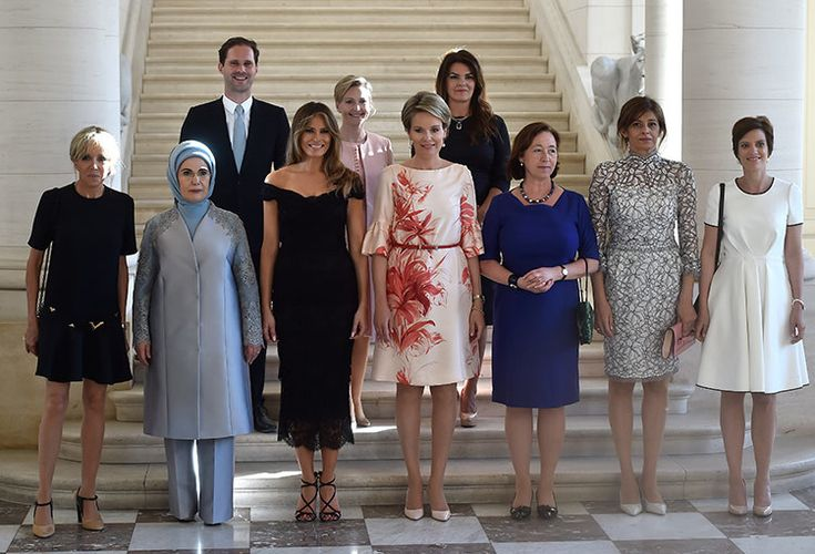 La foto conjunta de las primeras damas de la OTAN con el primer caballero gay se hace viral