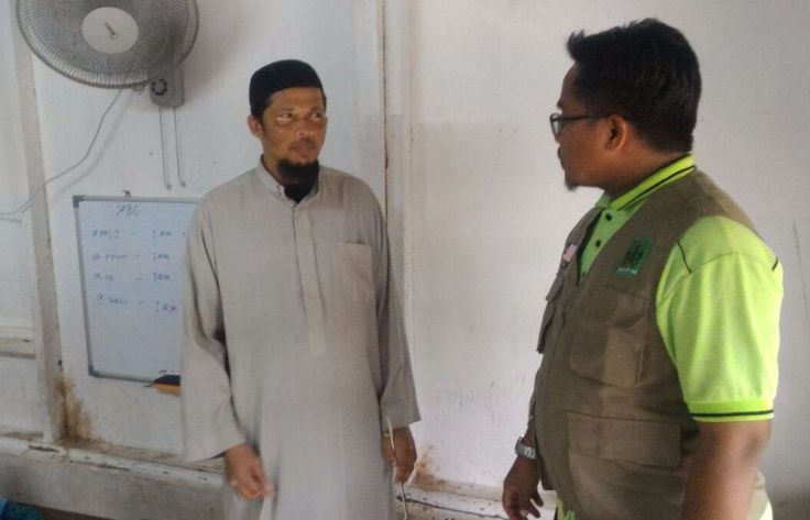 Menumpuknya Pengungsi Rohingya di Johor Timbulkan Problem Sosial  KIBLAT.NET  Beratus-ratus tahun diusir dan dibuang dari tanah kelahirannya Muslim Rohingya menjadi etnis yang paling menyedihkan di muka bumi. Mereka jauh dari akses pendidikan kesehatan dan kebutuhan pangan yang cukup. Sebagai negeri jiran Indonesia dan Malaysia merupakan negeri yang paling banyak kedatangan Muslim Rohingya.  Menurut Aidi Khairin Ketua Penyelaras Majelis Perundingan Pertubuhan Islam Malaysia (MAPIM) Wilayah…